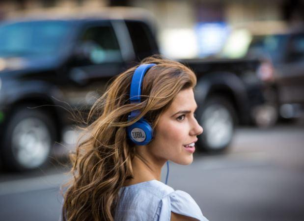 Tai nghe bluetooth pin trâu có mic JBL Synchros E40BT